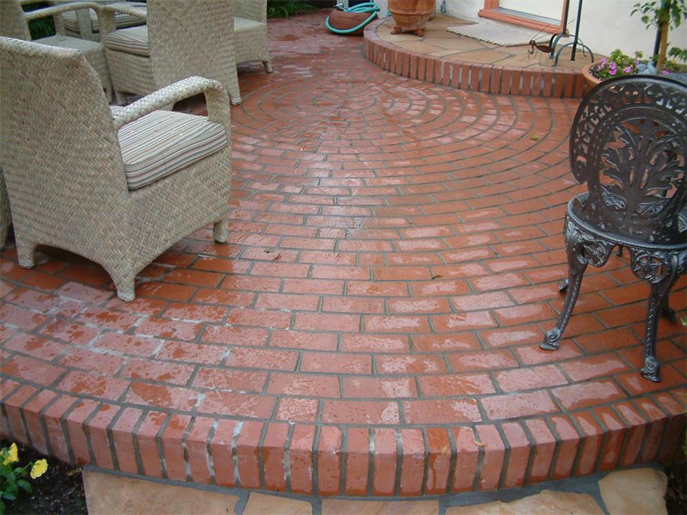 Circular brick patio for Brick wall patio designs